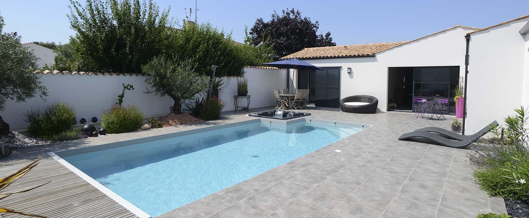 Select piscines construction r novation et entretien de for Couvrir piscine exterieure